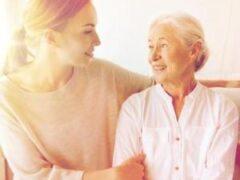 Когда за родителями пора присматривать: 8 признаков