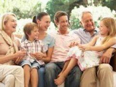 Половина родителей конфликтует с бабушками и дедушками из-за воспитания ребенка