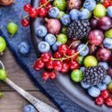 Как накормить ребенка ягодами, чтобы не появилась аллергия: рассказывает врач