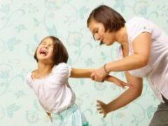 Шлепки родителей доводят детей до психических проблем