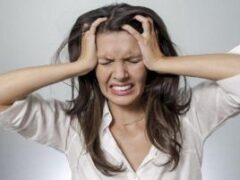Нас медленно убивают стрессы: о проблемах кожи, выпадении волос, аромамагии и шоколаде