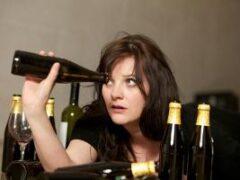 Ученые объяснили, почему женский алкоголизм не лечится, а его последствия гораздо опаснее, чем у мужчин