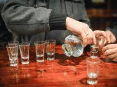 Люди с хроническими заболеваниями злоупотребляют алкоголем — исследование