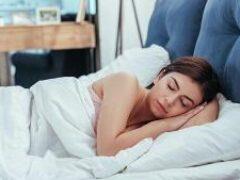 На животе, спине или боку? Поза для сна многое говорит о состоянии здоровья