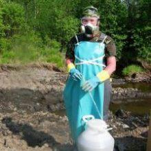 Томские биологи создали препарат, который «поедает» нефть в воде и почве
