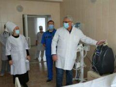 Коронавирусный кризис в Индии: из больниц воруют кислород