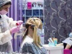 Россиянки стали тратить меньше денег накрасоту