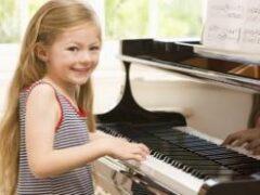 Занятия музыкой могут улучшить внимание и рабочую память у детей