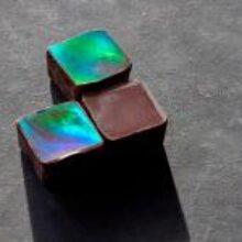 Американец сделал радужный дифракционный шоколад