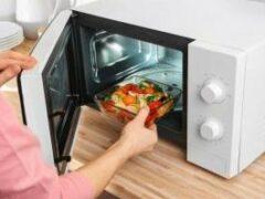 Врач рассказала о влиянии на еду микроволновки и ее безопасном использовании
