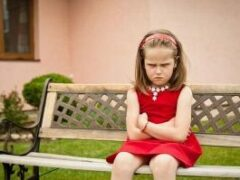Задобрить, игнорировать или отчитать? Как реагировать на обиды ребенка