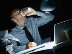 Психолог рассказал, почему люди становятся трудоголиками