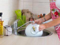 Как превратить мытье посуды в приятный процесс: лайфхаки
