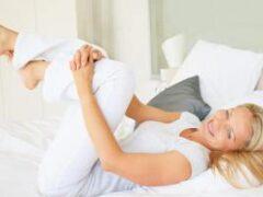 Тренер рассказал, как за 5 минут в день убрать низ живота не вставая с постели