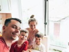 Семья на карантине: как не заразить близких, если вам нужно ходить на работу