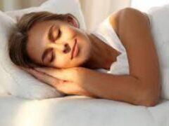Эксперты назвали самую опасную позу во сне