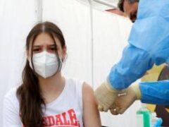 Коронавирус для подростков в 21 раз опасней вакцин
