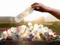 Британские ученые создали пластик, который со временем превращается в воск