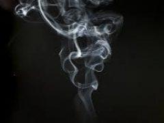 Британец после коронавируса стал ощущать запах сигарет