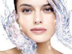 Косметолог рассказала, кому нужно смывать мицеллярную воду