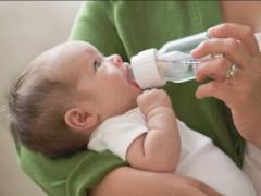 Какая вода нужна новорожденному: купить или прокипятить