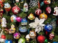 Могут ли праздничные украшения быть опасными для детей