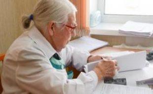 Медиков-пенсионеров призывают вернуться на работу